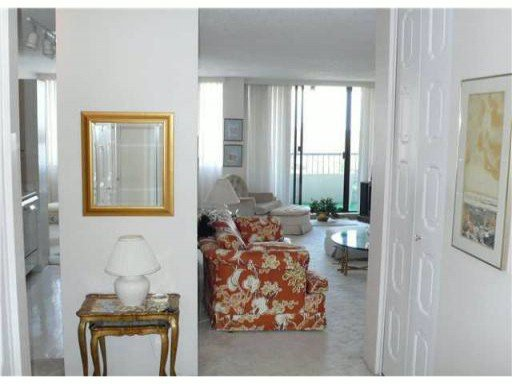 "Photo 3: Photos: 1005 740 HAMILTON Street in New Westminster: Uptown NW Condo for sale in ""THE STATESMAN"" : MLS®# V827116"