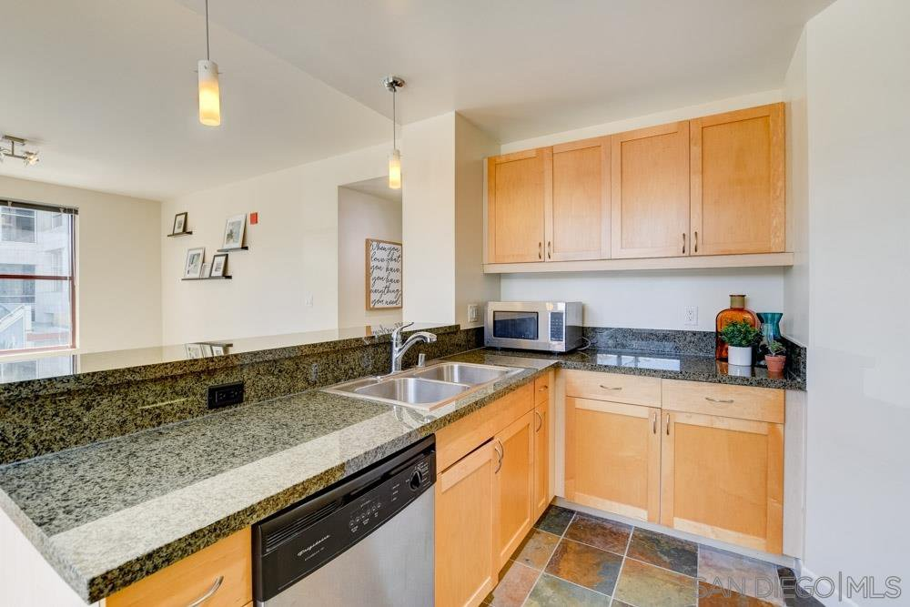 Main Photo: SAN DIEGO Apartment for rent : 2 bedrooms : 1150 J St #205