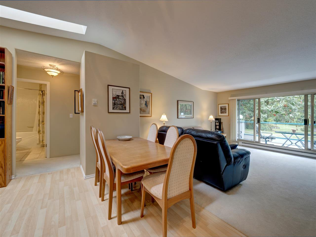 """Photo 2: Photos: 41 555 EAGLECREST Drive in Gibsons: Gibsons & Area Townhouse for sale in """"GEORGIA MIRAGE"""" (Sunshine Coast)  : MLS®# R2485008"""
