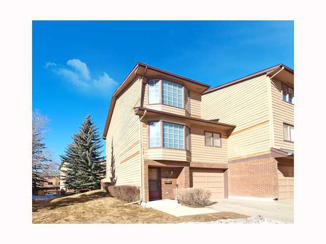 Main Photo: 89 23 GLAMIS Drive SW in CALGARY: Glamorgan Townhouse for sale (Calgary)  : MLS®# C3414963