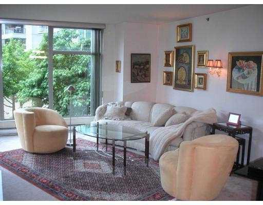 "Main Photo: 305 990 BEACH AV in Vancouver: False Creek North Condo for sale in ""1000 BEACH"" (Vancouver West)  : MLS®# V579983"