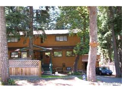 Main Photo: 846 Cuaulta Crescent in VICTORIA: Co Triangle Strata Duplex Unit for sale (Colwood)  : MLS®# 222919
