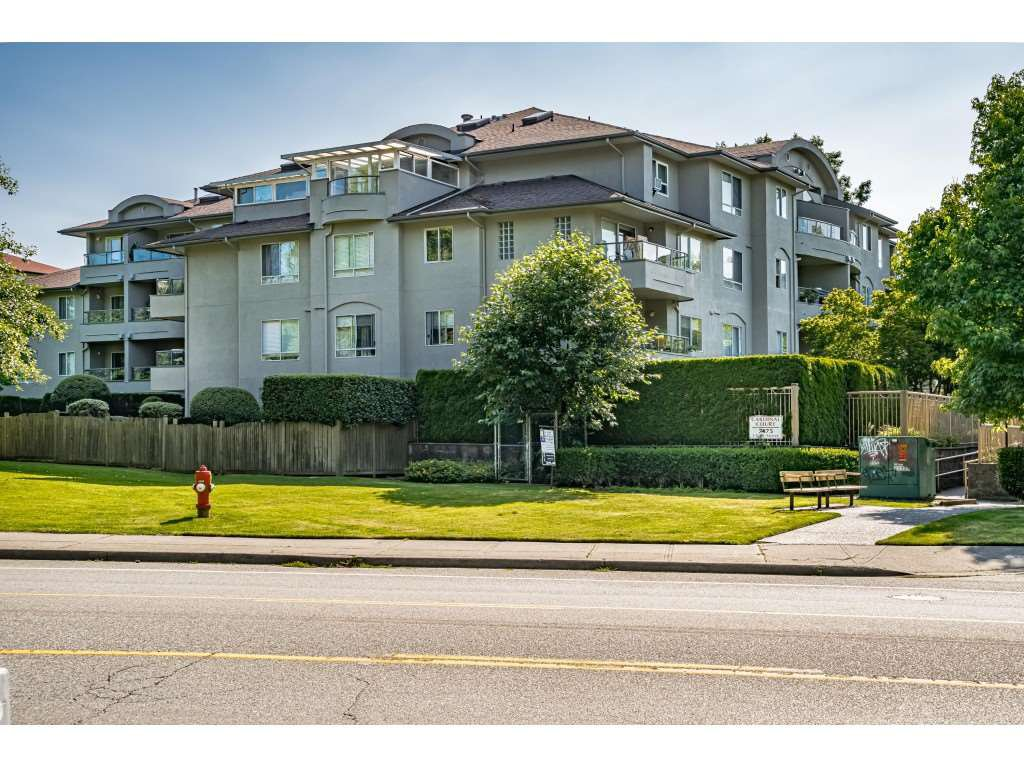 Main Photo: 101 7475 138 Street in Surrey: East Newton Condo for sale : MLS®# R2476362