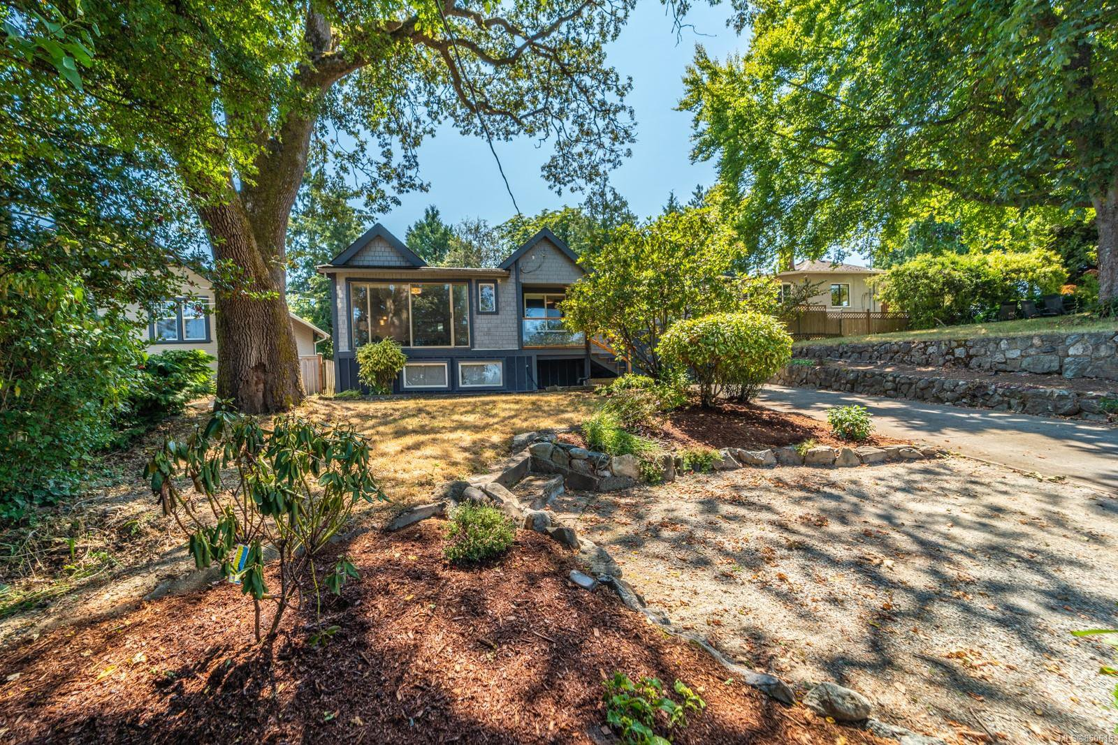 Main Photo: 613 Kent Rd in : SW Tillicum Single Family Detached for sale (Saanich West)  : MLS®# 850615