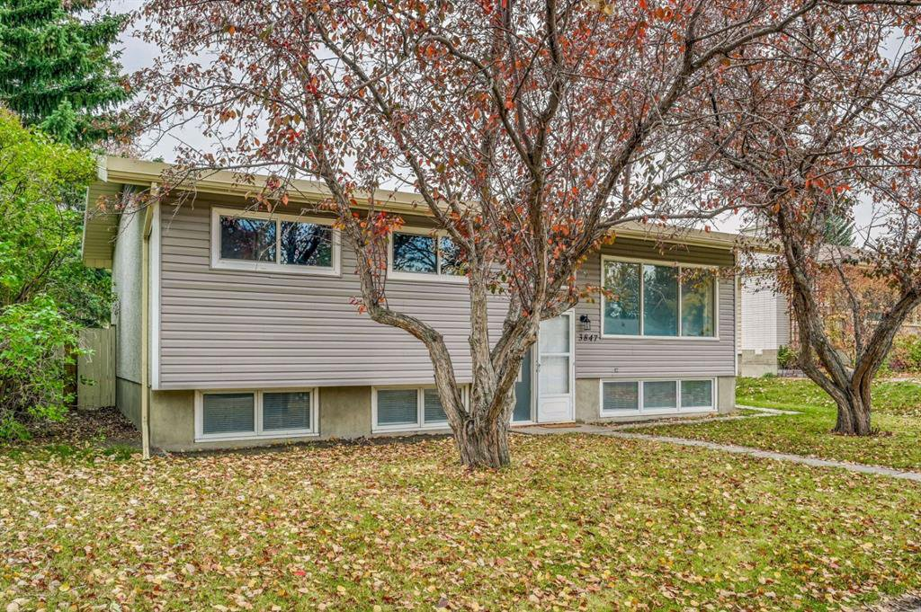 Main Photo: 3847 Varsity Drive in Calgary: Varsity Detached for sale : MLS®# A1043374