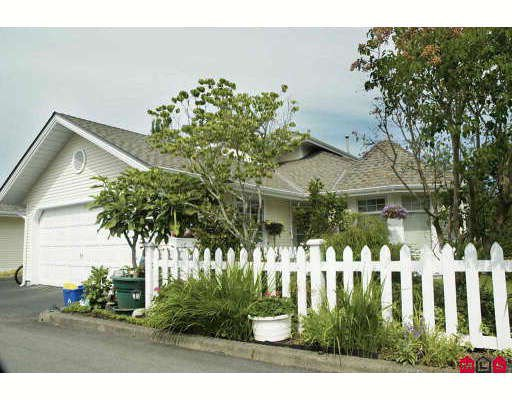 "Main Photo: 78 8737 212TH Street in Langley: Walnut Grove Townhouse for sale in ""CHARTWELL GREEN"" : MLS®# F2912456"