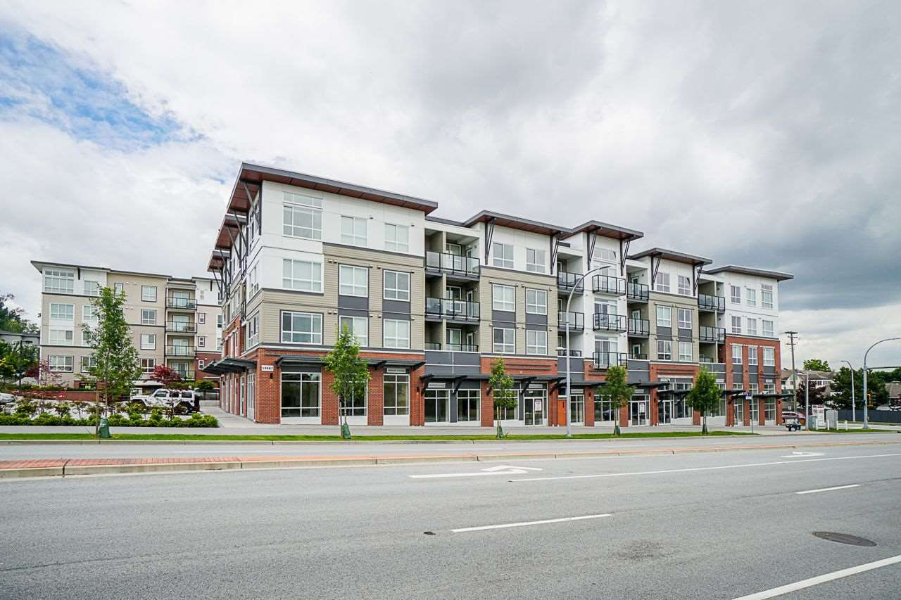 "Main Photo: 413 19567 64 Avenue in Surrey: Clayton Condo for sale in ""YALE BLOC 3"" (Cloverdale)  : MLS®# R2466325"