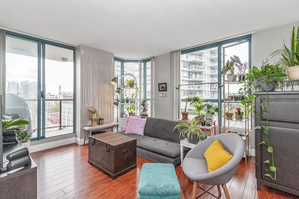 """Main Photo: 801 828 AGNES Street in New Westminster: Downtown NW Condo for sale in """"Westminster Towers"""" : MLS®# R2470538"""