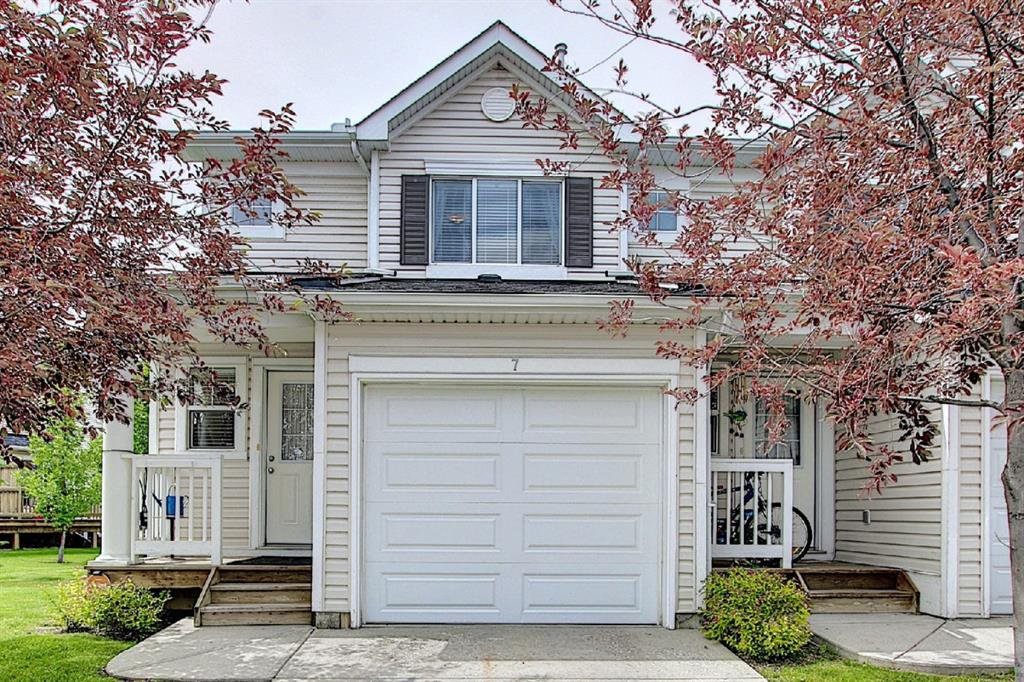 Main Photo: 7 Country Village Villas NE in Calgary: Country Hills Village Row/Townhouse for sale : MLS®# A1012600