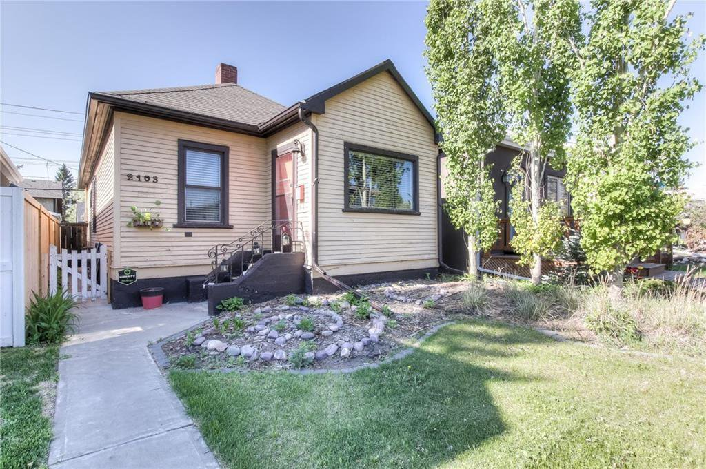 Main Photo: 2103 WESTMOUNT Road NW in Calgary: West Hillhurst Detached for sale : MLS®# A1031544