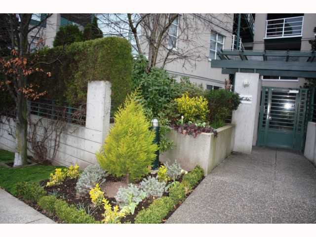 "Main Photo: 301 2525 W 4TH Avenue in Vancouver: Kitsilano Condo for sale in ""SEAGATE"" (Vancouver West)  : MLS®# V814564"