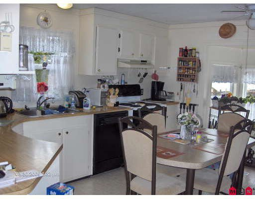 "Photo 3: Photos: 16 10221 WILSON Road in Mission: Mission-West Manufactured Home for sale in ""TRIPLE CREEK ESTATES"" : MLS®# F2906701"