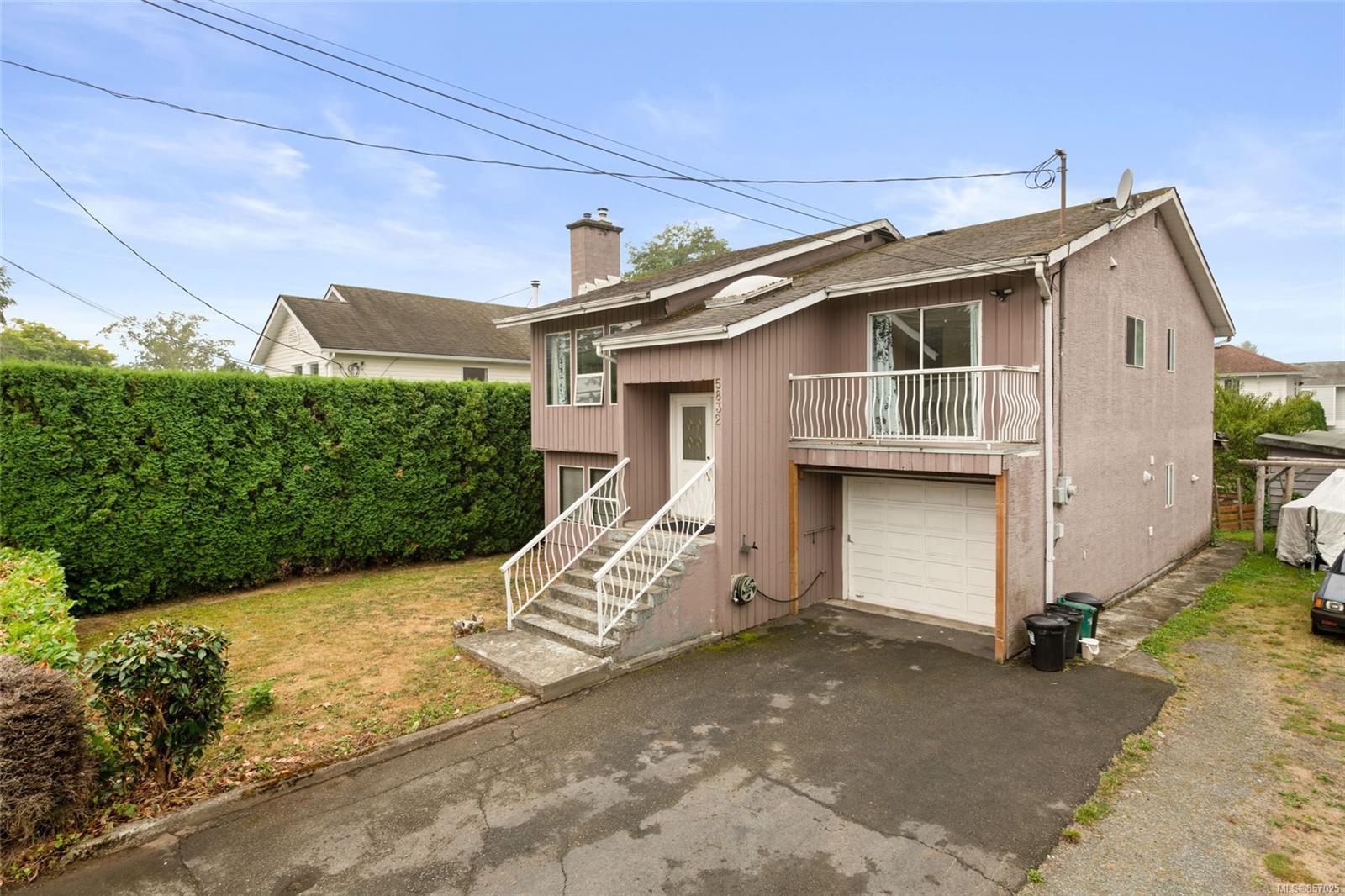 Main Photo: 5832 Howard Ave in : Du East Duncan House for sale (Duncan)  : MLS®# 857025