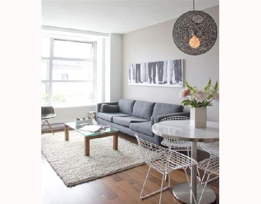 """Main Photo: 202 4375 W 10TH Avenue in Vancouver: Point Grey Condo for sale in """"VARSITY"""" (Vancouver West)  : MLS®# V748218"""
