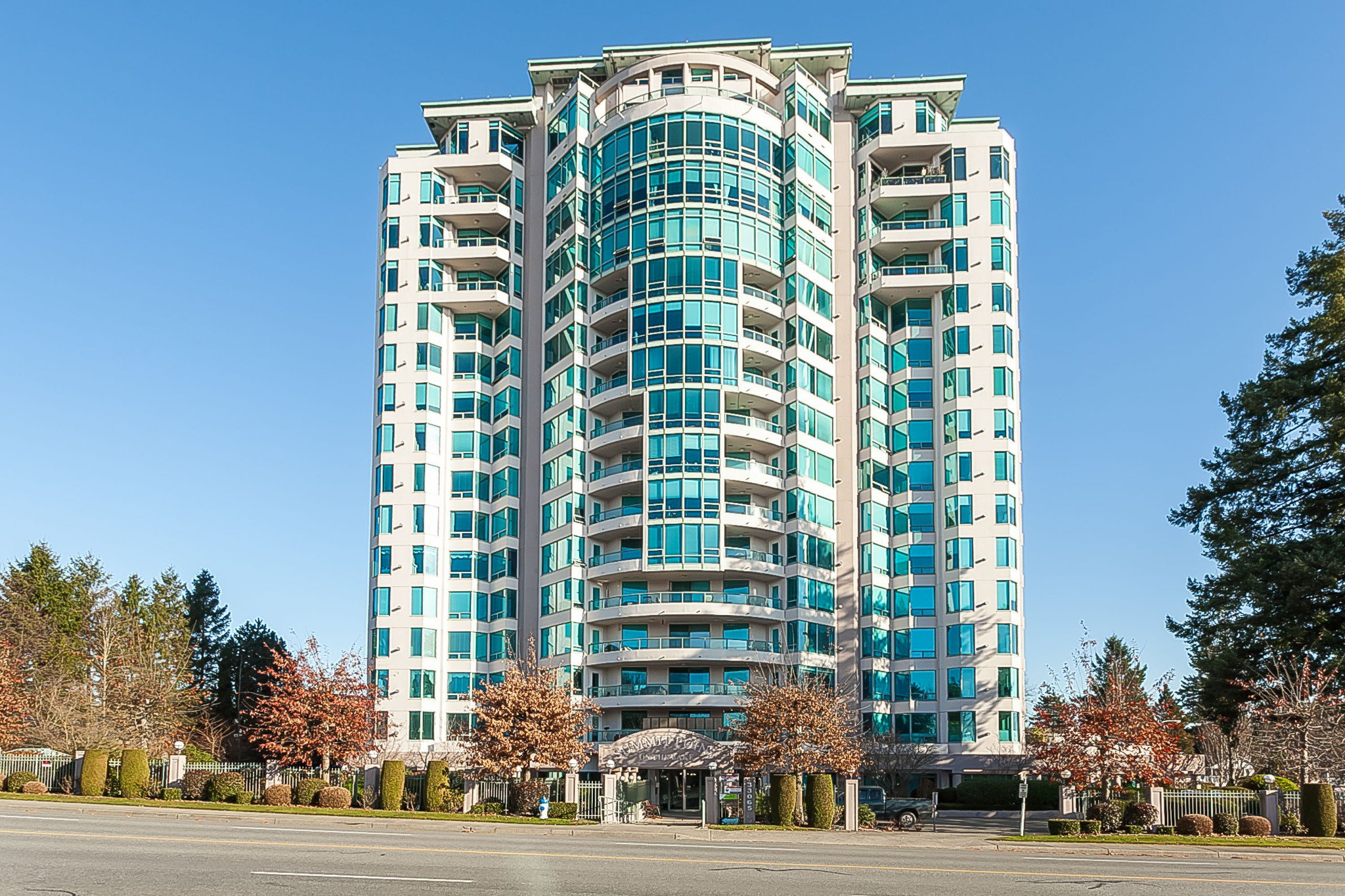 Main Photo: 1504 33065 Mill Lake Road in Abbotsford: Central Abbotsford Condo for sale : MLS®# R2421391