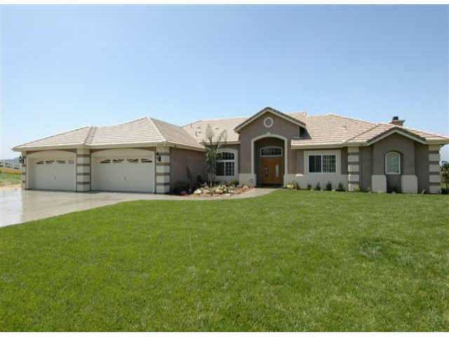 Main Photo: VALLEY CENTER House for sale : 5 bedrooms : 31110 North Star Way
