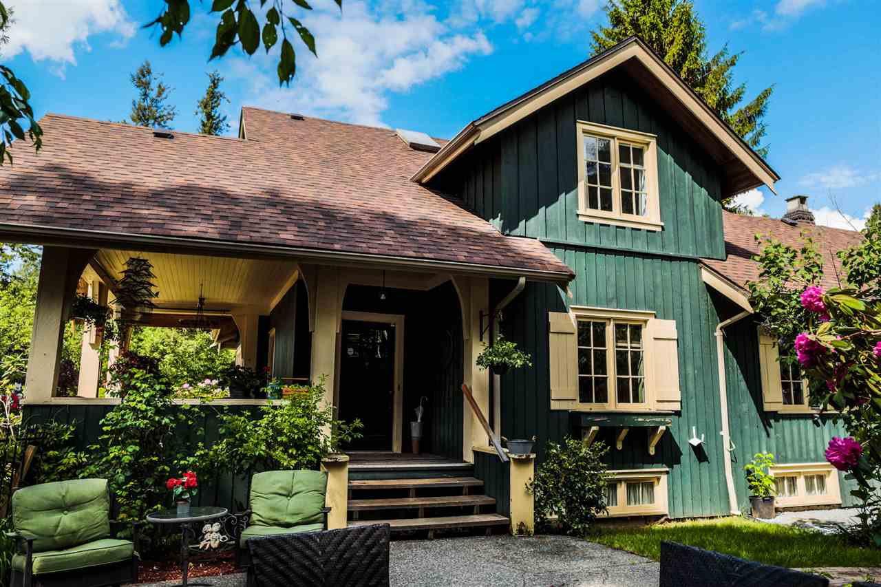Main Photo: 21336 DOUGLAS AVENUE Avenue in Maple Ridge: West Central House for sale : MLS®# R2456949