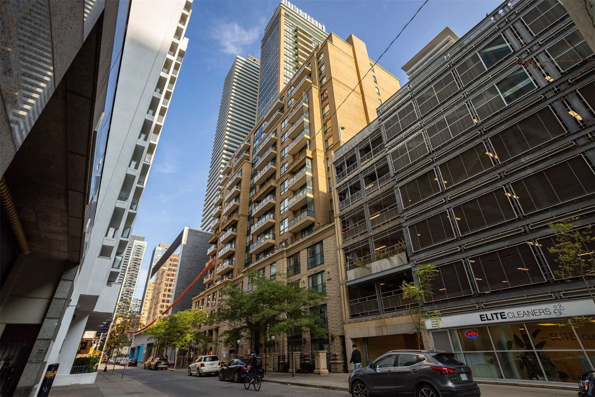 Main Photo: 208 35 Hayden Street in Toronto: Church-Yonge Corridor Condo for sale (Toronto C08)  : MLS®# C4915003