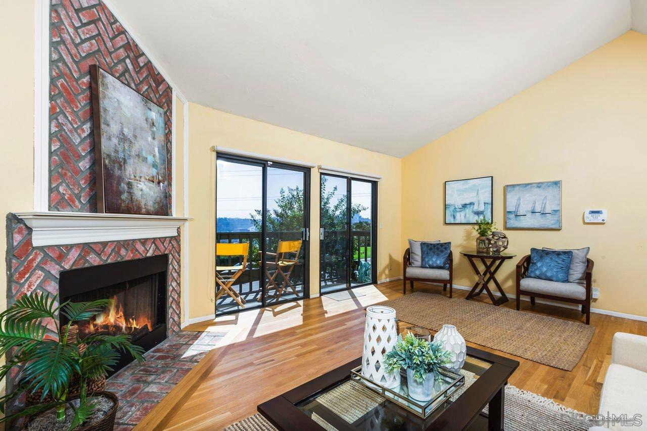 Main Photo: SAN DIEGO Townhome for sale : 3 bedrooms : 6844 Camino Berdecio
