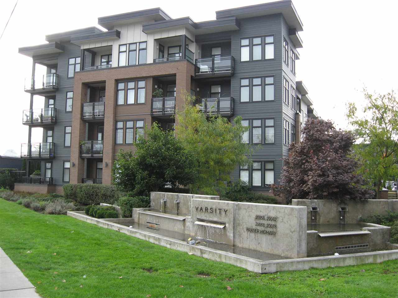 """Main Photo: 301 20078 FRASER Highway in Langley: Langley City Condo for sale in """"Varsity"""" : MLS®# R2510892"""
