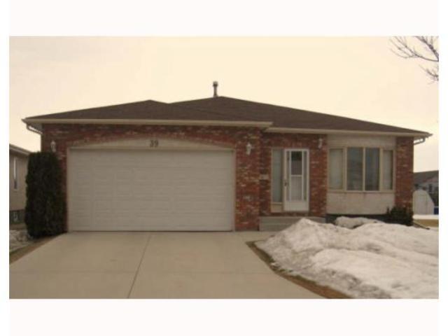 Main Photo: 39 CIRRUS Close in WINNIPEG: Maples / Tyndall Park Residential for sale (North West Winnipeg)  : MLS®# 2904649