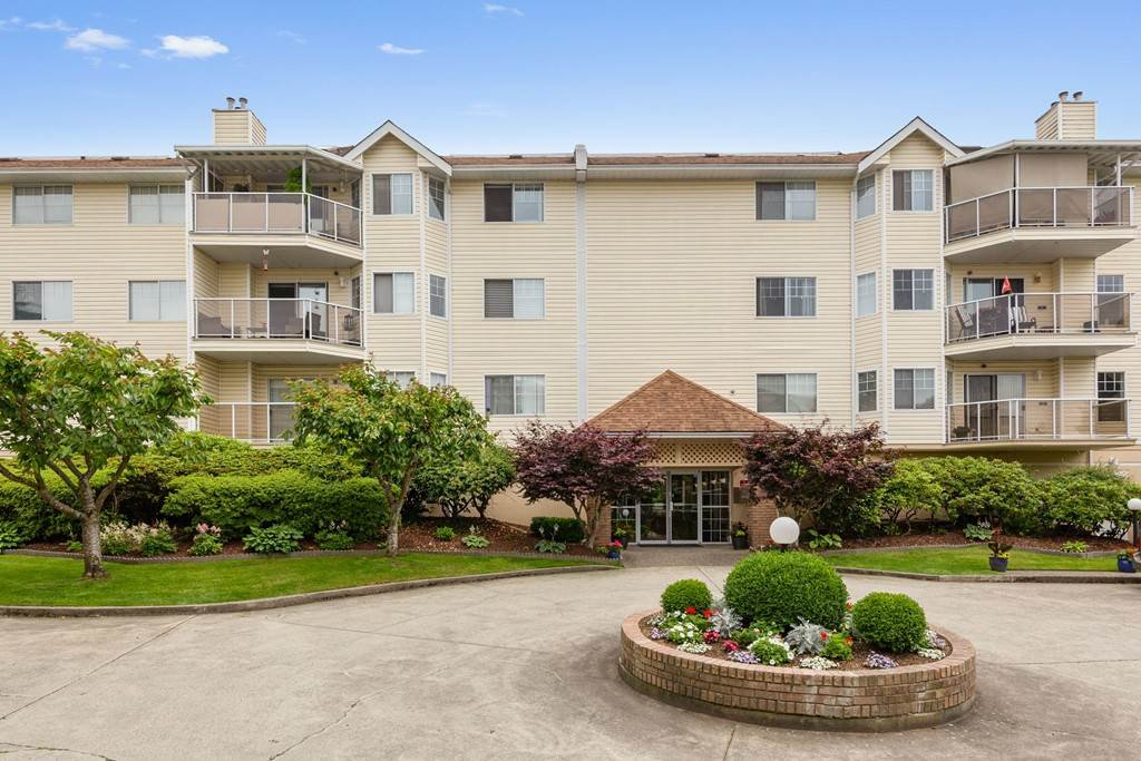 "Main Photo: 207 22611 116 Avenue in Maple Ridge: East Central Condo for sale in ""ROSEWOOD COURT"" : MLS®# R2468837"