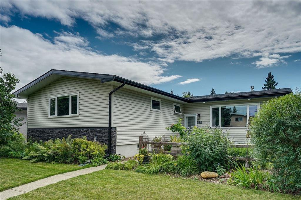 Main Photo: 27 BRAMPTON Crescent SW in Calgary: Braeside Detached for sale : MLS®# C4269646