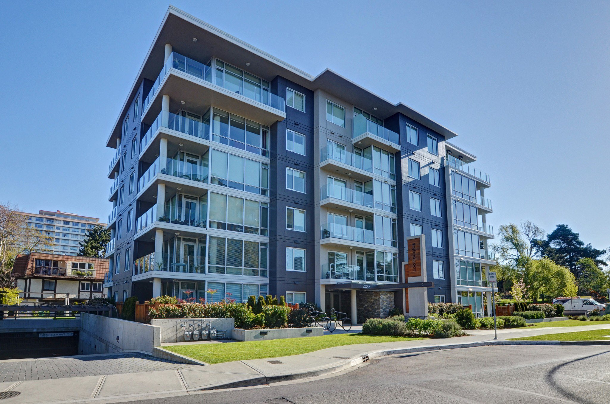 Main Photo: 105 200 Douglas Street in VICTORIA: Vi James Bay Condo Apartment for sale (Victoria)  : MLS®# 420559