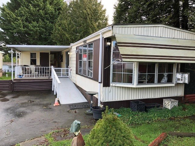 """Main Photo: 7 8220 KING GEORGE Boulevard in Surrey: East Newton Manufactured Home for sale in """"crestway bays"""" : MLS®# R2434788"""