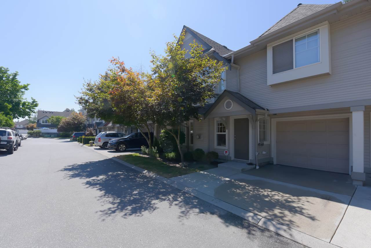 """Main Photo: 39 23085 118 Avenue in Maple Ridge: East Central Townhouse for sale in """"SOMMERVILLE GARDENS"""" : MLS®# R2488248"""