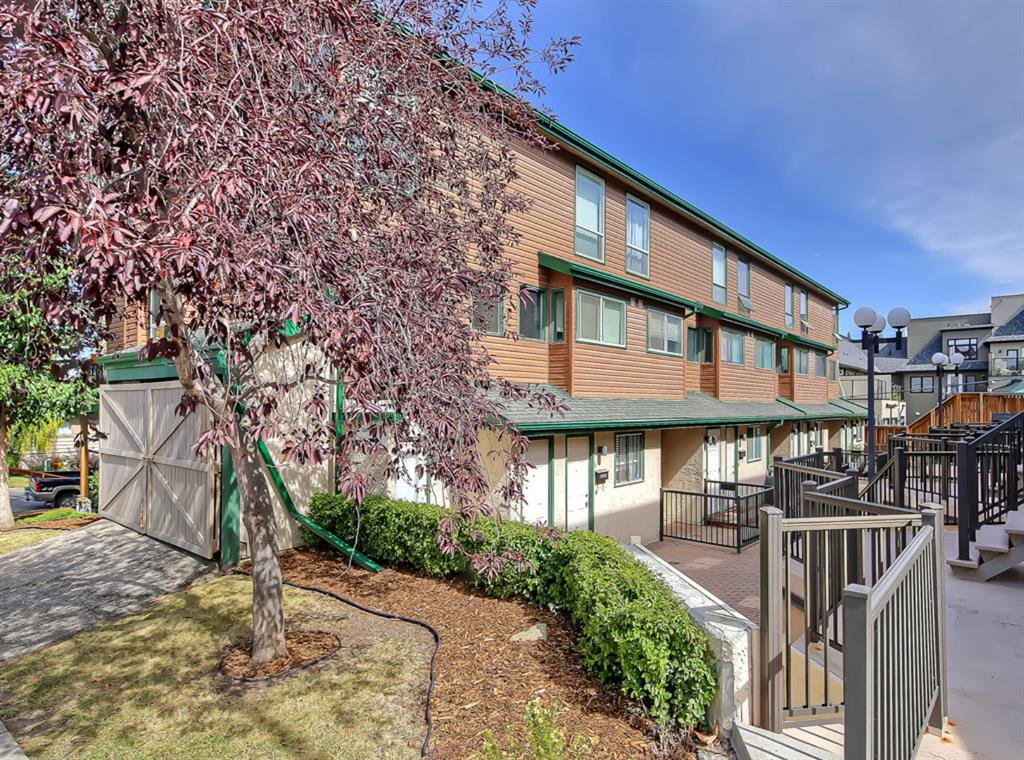 Main Photo: 5 2400 15 Street SW in Calgary: Bankview Row/Townhouse for sale : MLS®# A1031823