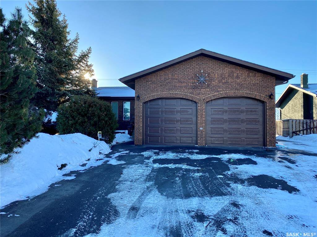 Main Photo: 61 17th Street East in Battleford: Residential for sale : MLS®# SK835942