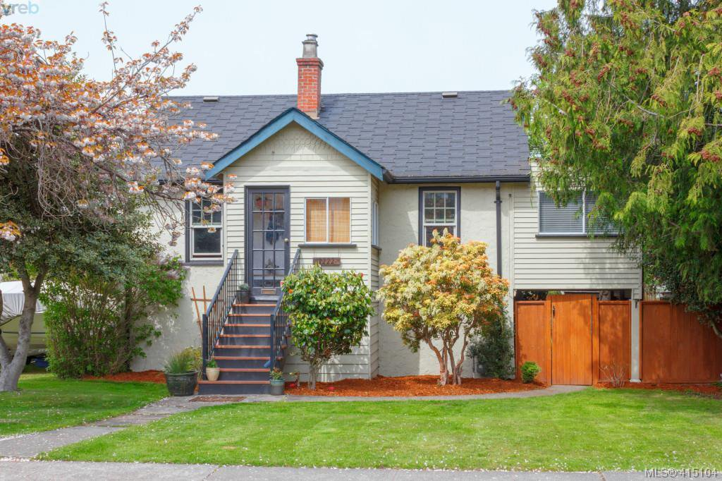 Main Photo: 2222 Bowker Ave in VICTORIA: OB North Oak Bay House for sale (Oak Bay)  : MLS®# 823436