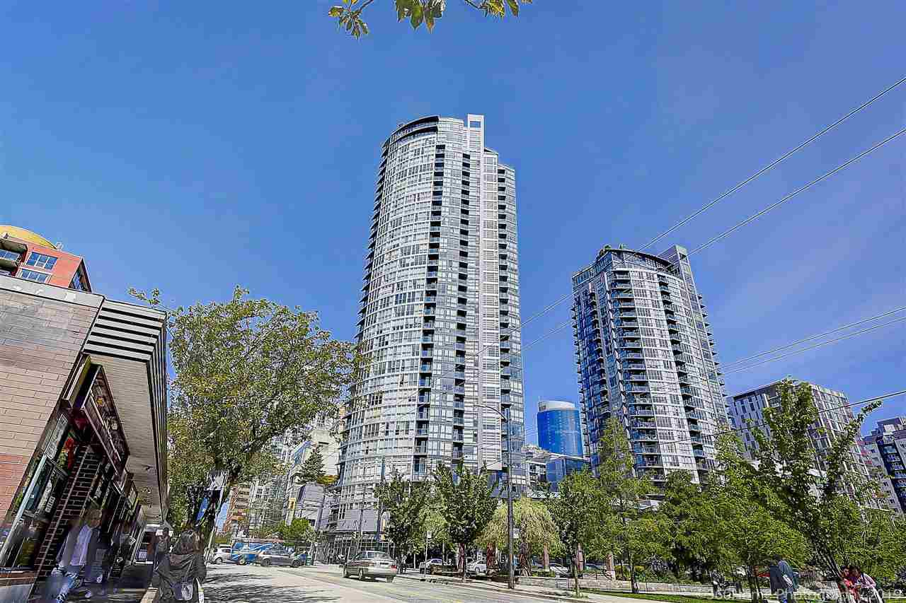 """Main Photo: 2206 1199 SEYMOUR Street in Vancouver: Downtown VW Condo for sale in """"BRAVA"""" (Vancouver West)  : MLS®# R2417445"""