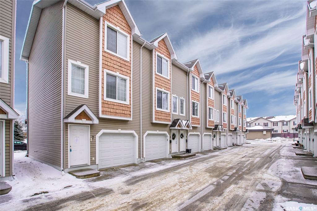Main Photo: 9 302 Herold Road in Saskatoon: Lakewood S.C. Residential for sale : MLS®# SK798113