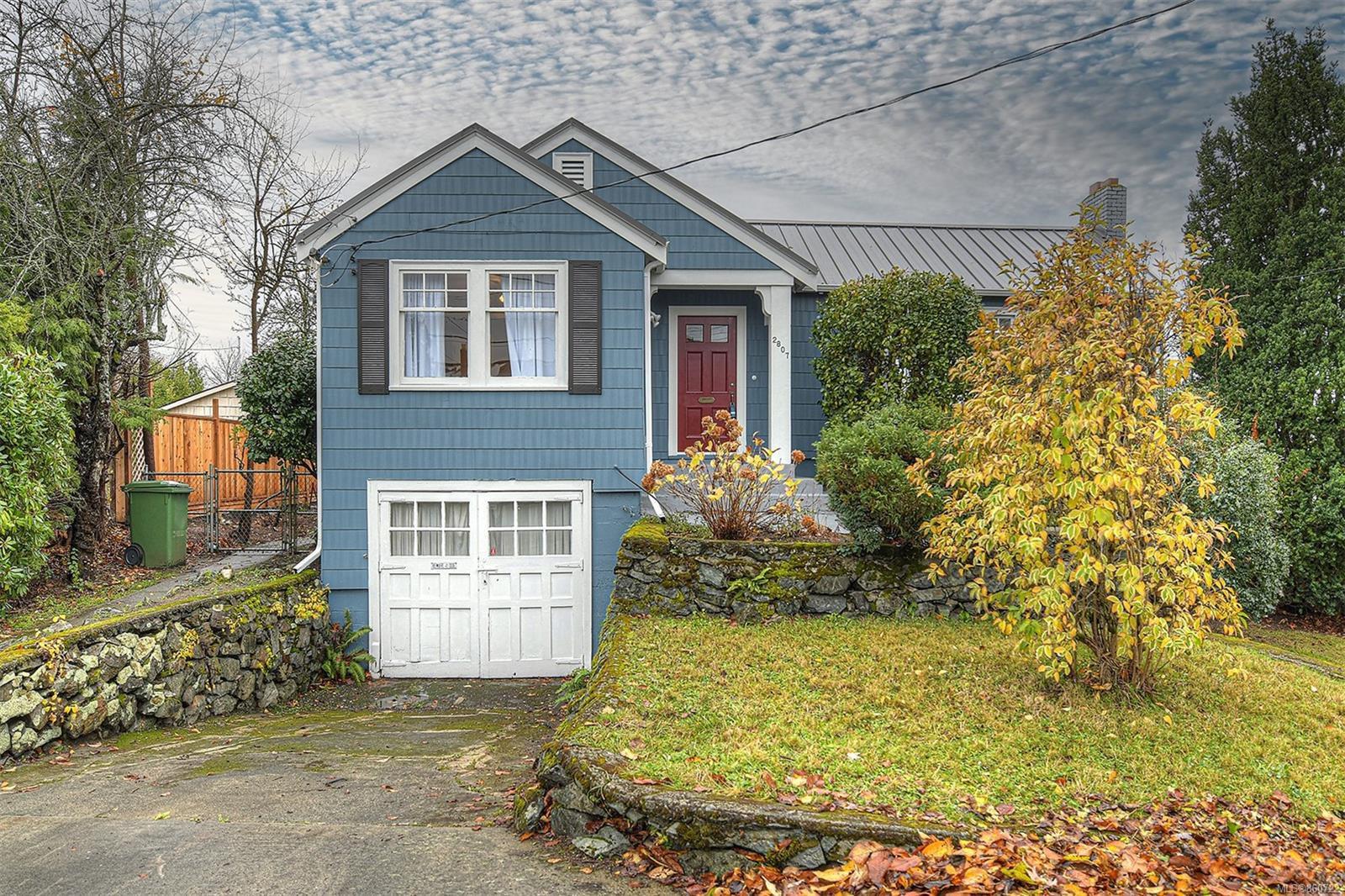 Main Photo: 2807 Irma St in : Vi Burnside House for sale (Victoria)  : MLS®# 860722