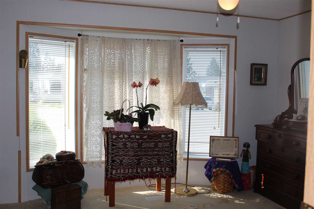 """Photo 14: Photos: 100 1413 SUNSHINE COAST Highway in Gibsons: Gibsons & Area Manufactured Home for sale in """"POPLARS MOBILE HOME PARK"""" (Sunshine Coast)  : MLS®# R2395962"""