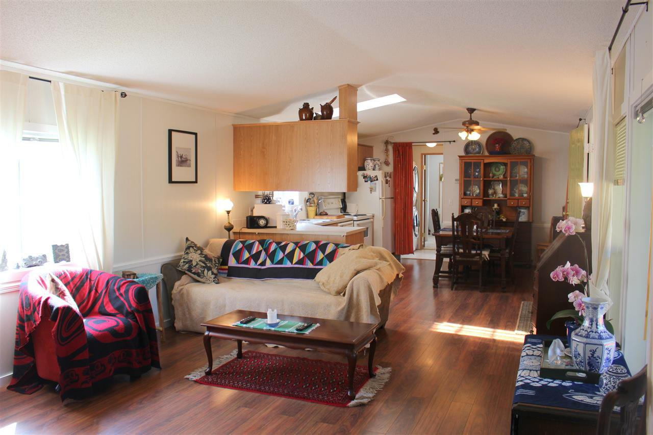 """Photo 8: Photos: 100 1413 SUNSHINE COAST Highway in Gibsons: Gibsons & Area Manufactured Home for sale in """"POPLARS MOBILE HOME PARK"""" (Sunshine Coast)  : MLS®# R2395962"""