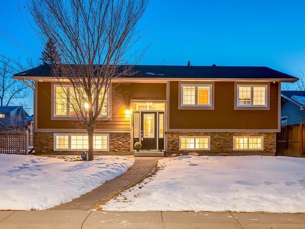 Photo 2: Photos: 10607 MAPLEBEND Drive SE in Calgary: Maple Ridge Detached for sale : MLS®# C4289445