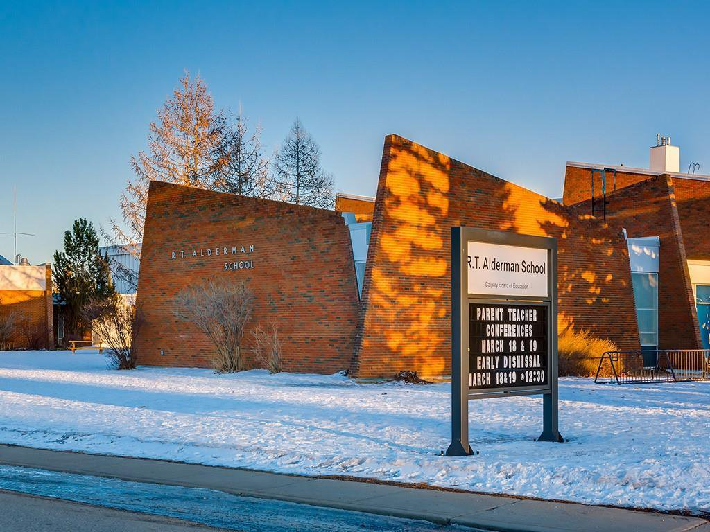 Photo 50: Photos: 10607 MAPLEBEND Drive SE in Calgary: Maple Ridge Detached for sale : MLS®# C4289445
