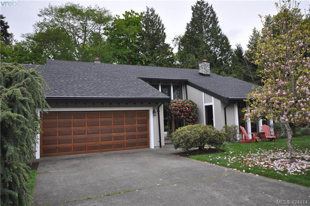 Main Photo: 839 Wavecrest Place in VICTORIA: SE Broadmead Single Family Detached for sale (Saanich East)  : MLS®# 424414