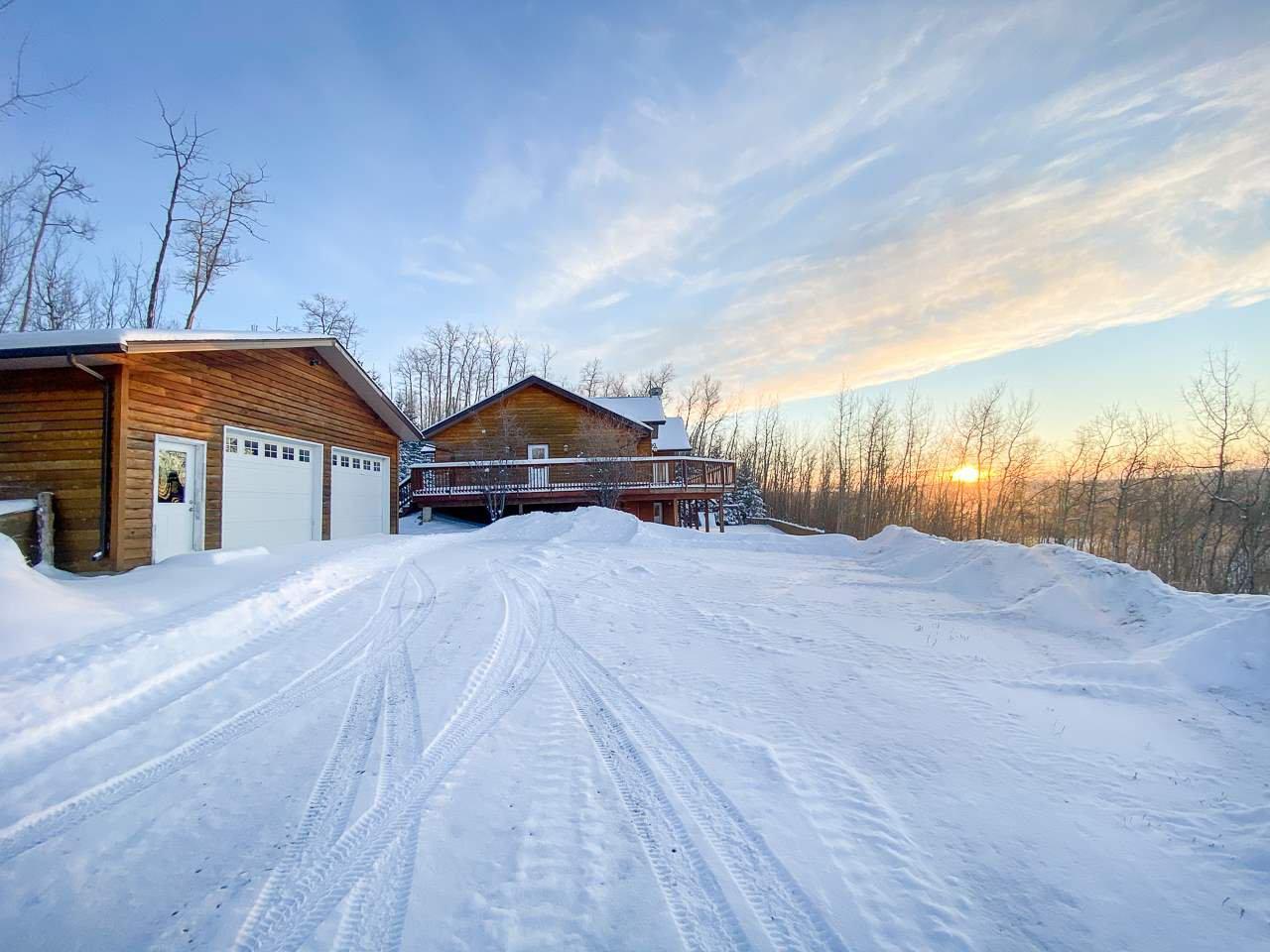"Main Photo: 13545 SUNNYSIDE Drive: Charlie Lake House for sale in ""LAKESHORE"" (Fort St. John (Zone 60))  : MLS®# R2465835"
