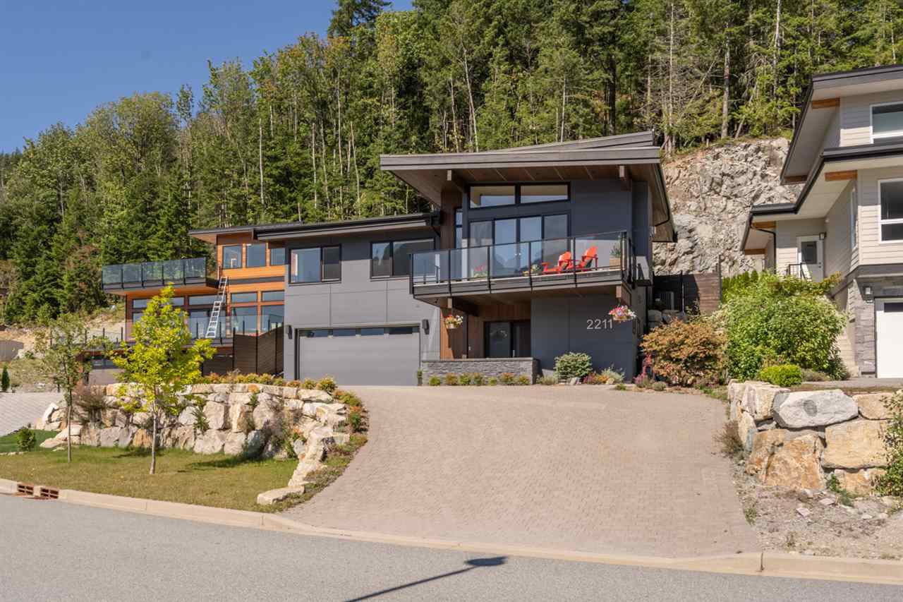 "Main Photo: 2211 CRUMPIT WOODS Drive in Squamish: Valleycliffe House for sale in ""Crumpit Woods"" : MLS®# R2494676"