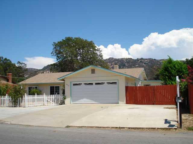 Main Photo: NORTH ESCONDIDO House for sale : 4 bedrooms : 3052 Laurashawn Lane in Escondido