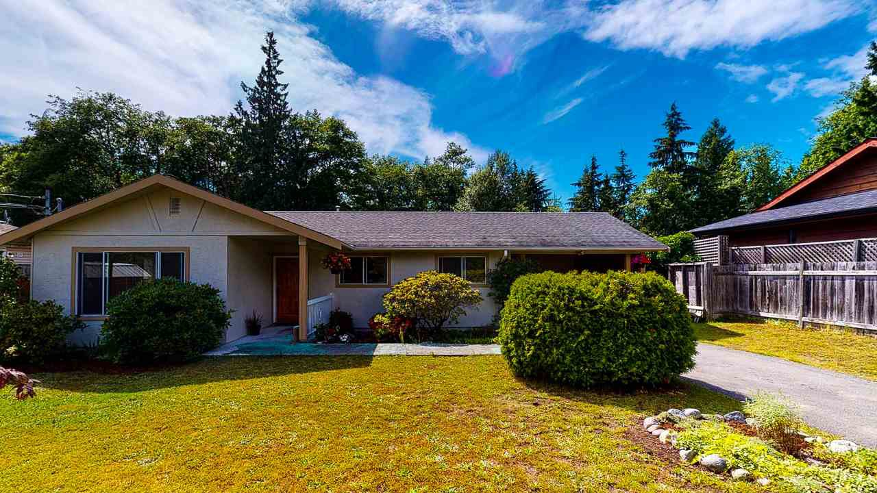 Main Photo: 1807 HALL Road in Sechelt: Sechelt District House for sale (Sunshine Coast)  : MLS®# R2469824