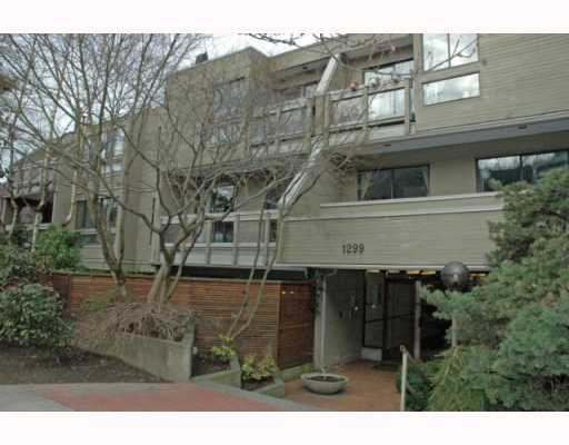 Main Photo: 105 1299 W 7TH Avenue in Vancouver: Fairview VW Condo for sale (Vancouver West)  : MLS®# V753278