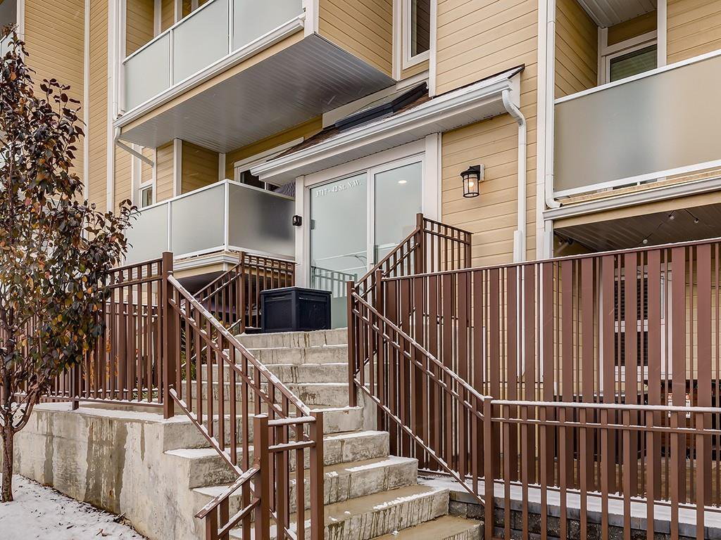 Main Photo: 306 3717 42 Street NW in Calgary: Varsity Apartment for sale : MLS®# C4271050