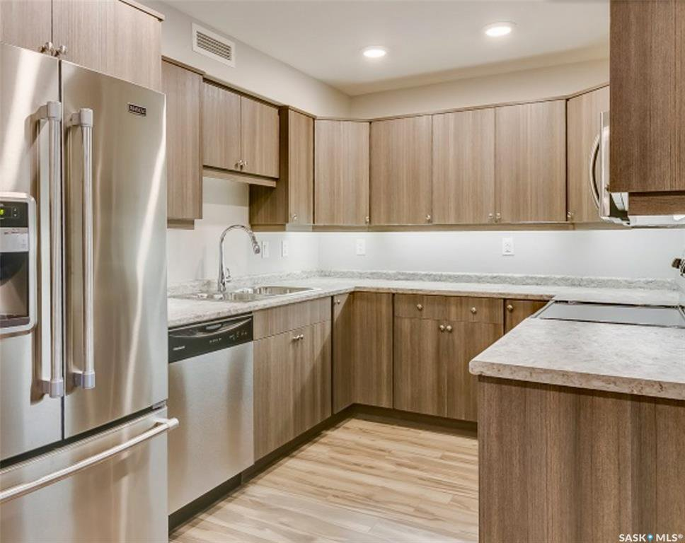 Main Photo: 1213 102 Willis Crescent in Saskatoon: Stonebridge Residential for sale : MLS®# SK806233