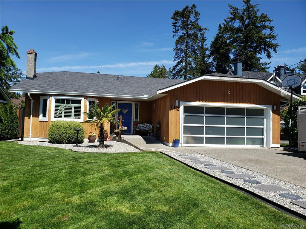 Main Photo: 712 Miller Ave in Saanich: SW Royal Oak House for sale (Saanich West)  : MLS®# 840109