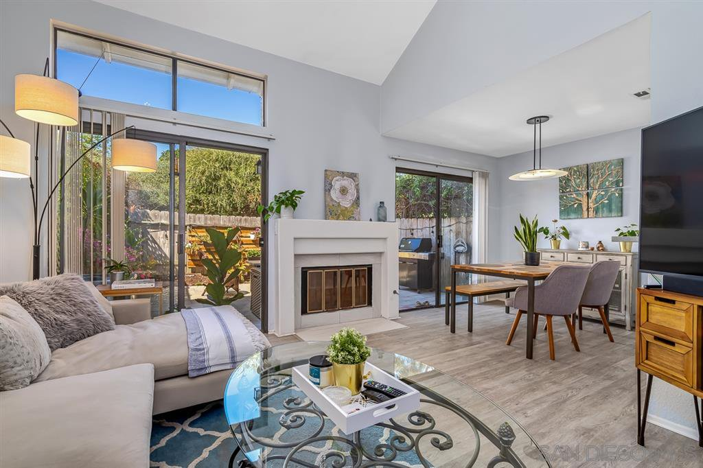 Main Photo: CARMEL VALLEY Townhome for sale : 2 bedrooms : 12574 Caminito Mira Del Mar in San Diego
